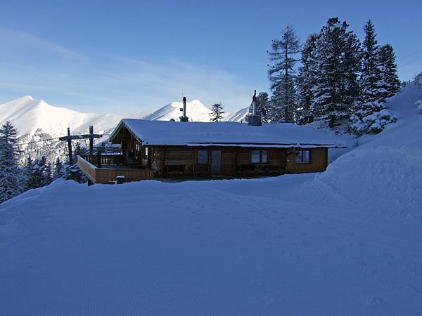 Die Graukogelhütte im Winter