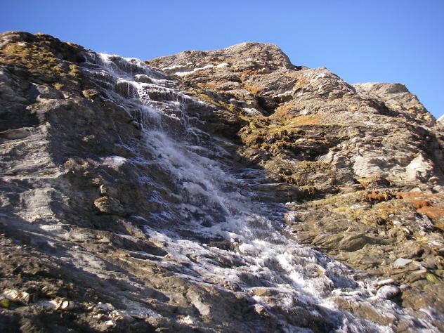 Ein kleiner Wasserfall am Weg zum Schareck