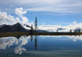 Der Spiegelsee macht seinem Namen alle Ehre