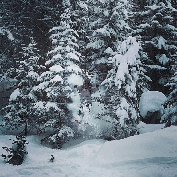 Coming in hot 📸 @damian.kickericrew  #badgastein #graukogel #gasteinertal #salzburgerland #momentskis #momentski #momentbelafonte #powdertrees #backcountryskiing #treeskiing #forestskiing #woods #freeskiing #freeski #goexplore #explorethealps #austrianpow #austrianmountains