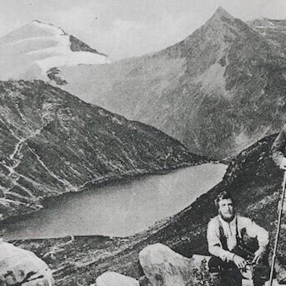 Looking for a good place to spend your autumn holidays? Bad Gastein's most beautiful hiking season is September & Oktober, don't miss out! This postcard is from 1919 picturing lake Pochart (today's lake Bockhart) on 1851m altitude #visitbadgastein #hausaugust