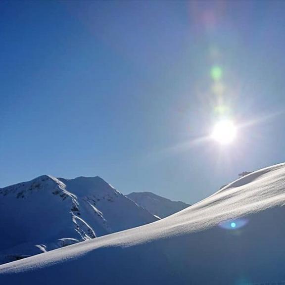Shining Bright ☀️ . . .  #skiing #holidays #winterwonderland #winter #2019 #stubnerkogel #gasteinertal #badgastein #gastein #skiamade #salzburgerland #austria #österreich #visitgastein #visitaustria #discoveraustria #mountains #snow #sun #bluesky #greatoutdoors #happydays