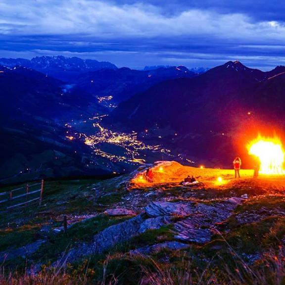 #bergeinflammen #gasteinertal #badgastein #badhofgastein #salzburgerland #stubnerkogel #austria🇦🇹 #sonyalpha6000 #photography #blauestunde