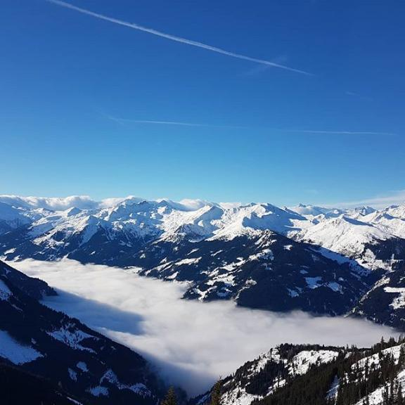 Über den Wolken .... Der blick ins Tal mit einer Nebeldecke - einfach wunderbar.  #gasteinertal #dorfgastein #fulseck #winterwonderland #skiamade #skiparadise #skifahren #sportlich #urlaubinösterreich #austria #myhome #dieweltentdecken #reisenfuerweltentdecker #nofilter #postcardsfromtheworld #diewocheaufinstagram #dieschönstenorteösterreichs #weltenbummler #globetrotter #travellingthroughtheworld #travelblogger #iamtb #skiurlaub #reisenmachtglücklich #salzburgerland