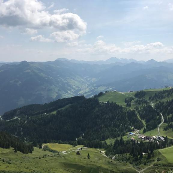 🇦🇹 Wandern 🇦🇹 #austria #fulseck #climbing #wanderlust #bergsteigen #spiegelsee #österreich #badhofgastein #gastein #mountains #sun #☀️ #love #overthecity #fitfamily #sunglasses #labrador #emma #goldenretriever #dogsofinstagram #photooftheday