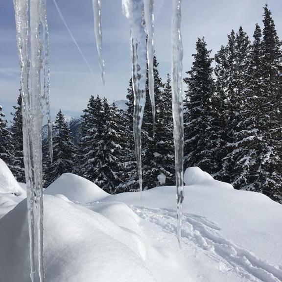 #winterwonderland #lieblingsplatz #mountainlover #gasteinertal #schlossalm #schlossalmbahn #badhofgastein #iceicebaby #icicles #naturelovers @visitgastein @ski.gastein @gastein_moments