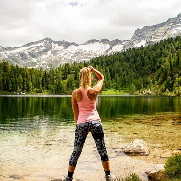 #mountans#trees#Austria#Österreich#Berge#See#sea#Reedsee#water#clouds#pink#hiking#wandern#stinamydzynphotography#photography#sport#fit#fitness#Mode#Nature#summer#sun#holidayaustria#pictureoftheday#ootd#adidas