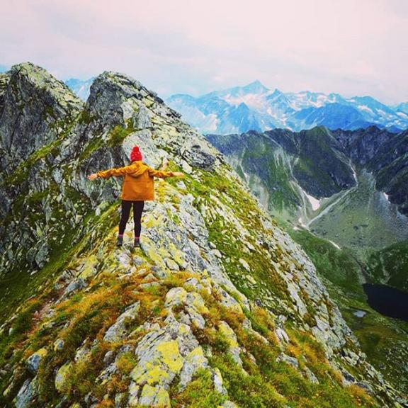 The mountains are calling <3 hiking up to Graukogel 2495m  #roadtrip #austria #hiking #mountains #mountainsarecalling #graukogel #alpes #summit #badgastein #adventure #neverstopexploring #outdoors #shemovesmountains #roamtheplanet #wandern #wild #nature #intothewild