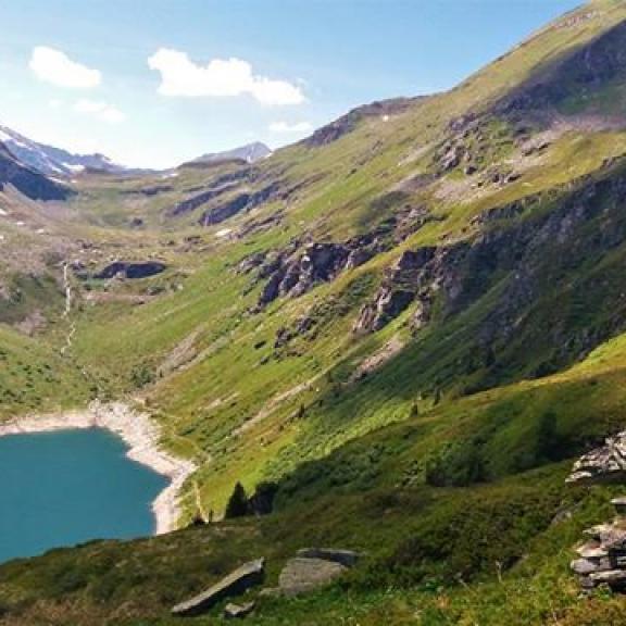 Ten pocit svobody je k nezaplacení ❤ #instaview #instafoto #austria #ostereich #badgastein #stubnerkogel #bockhartsee #see #lake #mountains #alps #alpy #alpyvpozadi #beautifulview #nature #naturelove #krasnyvyhled  #vylet #tipnavylet  #exploretheworld #freedom #uzasny #czechgirl #1000thingsinaustria #landscape #visitgastein #gasteinertal #alpsmylove