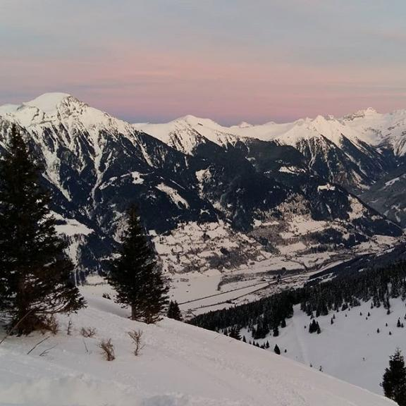 Views you only get from up here. #mountainsunsets #schlossalm #gasteinertal