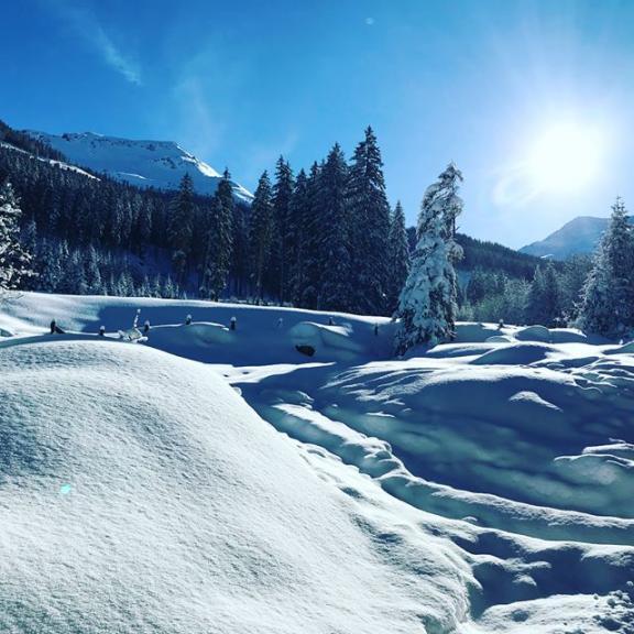 walking in a winterwonderland ❄️☀️#winter #schneeweiß #angertal #neuschnee #glitzerschnee #Sonnenschein #spaziergang #freietagegenießen