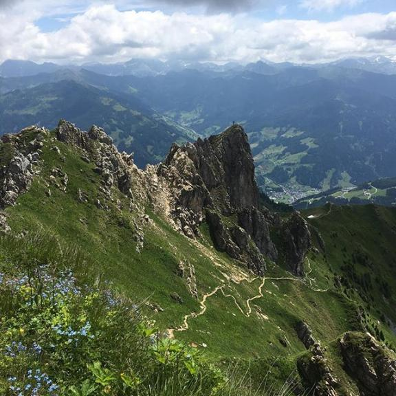 Thank you Nick and Maria for an unforgettable hike to #schuhflicker (2215 m) today! #hikests #dorfgastein #fulseck