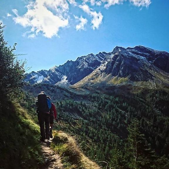 Steg för steg framåt. 👣  #hiking #outdoorlife #mountains #autumn #graukogel #badgastein #austria #österreich #alpresor