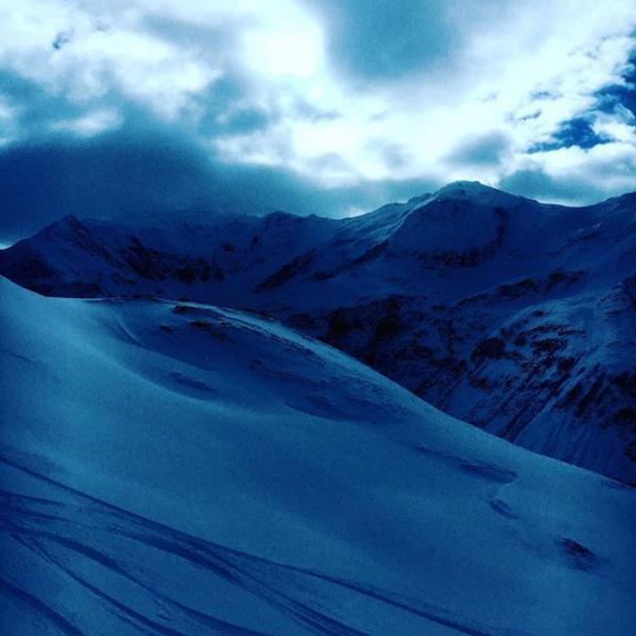 blue #bluehour #badgastein #kreuzkogel #sportgastein #snow #nature #naturephotography #instatravel #travel #travelgram #alps #mountains #snow #december #familyvacation #haushirt #grandtour #fromwhereistand #goodnightandgoodluck