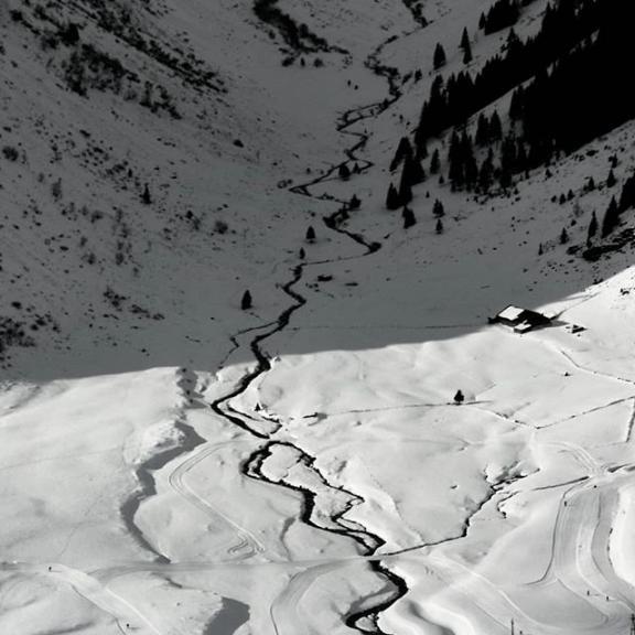 Contrast #bozsotrekking #blackandwhite #austria #sportgastein #contrast #shadow #mountains #instapic #instahu
