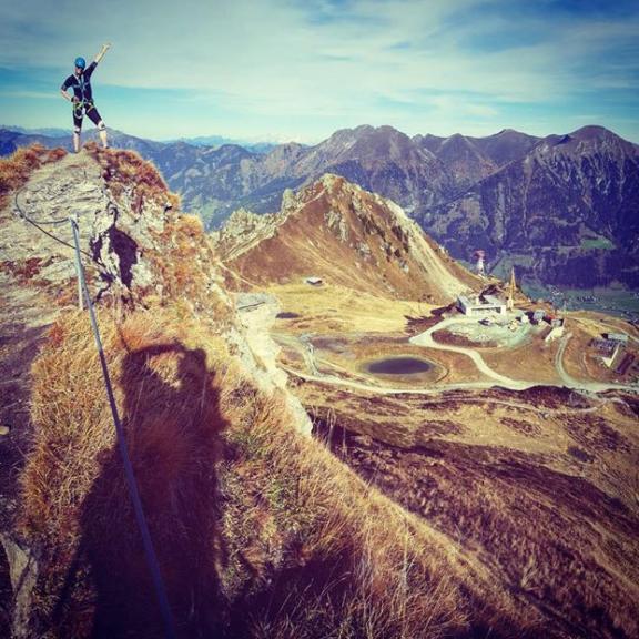 #badhofgastein #hofgastein #gasteinertal #austria #schlossalm #kleinescharte #top #onthetop #mountains #hory #heidi #heididevcatkozhor #nature #sky #blue #view #whataview #freshair