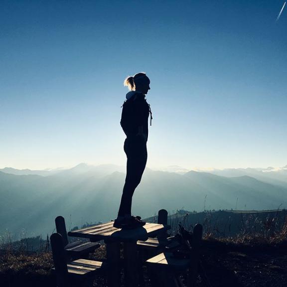 Gipfelglück... #visitgastein #fulseck #dorfgastein #trailrunning #runninggirl #herbstkind #morningglory #morningrun #startyourdayright #sunrise #naturlovers #mountainlove #traumtagerl #lieblingsmensch #beinhoat #skinfit 📸 @theresa_gsch