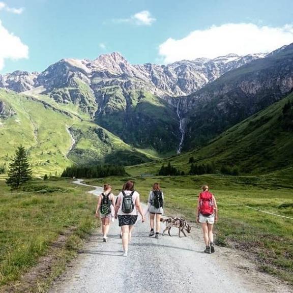 About last summer..♡ . #vacation with the #unigirlies . . #straightfromapicturebook #fairytale #mostbeautifulplaceonearth #mountains #summerlove #austria #hike #sportgastein #badgastein #badhofgastein #nationalparkhohetauern #böckstein #bergluft #wandern #mädelsurlaub #view #aussiedor #australianshepherd #labrador #outdoordog #hikingdogs #adventuredog #girlsontour #stunning