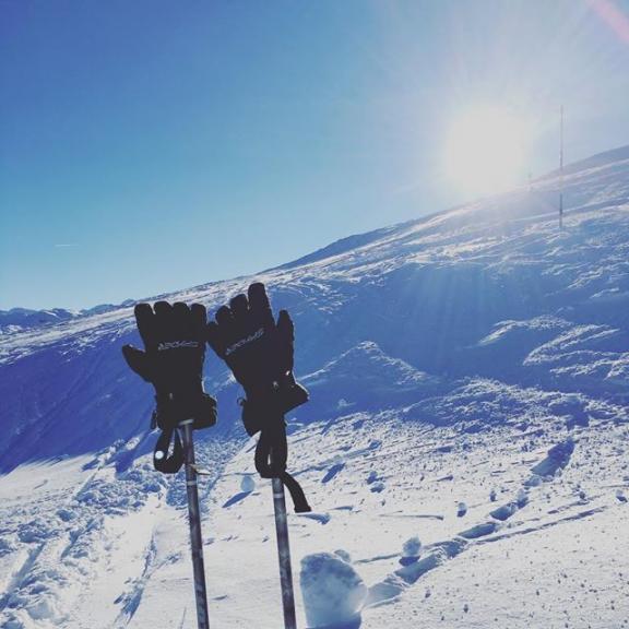 Dezemberpowder ❄️ #lieblingsplatz #supergeil #gasteinertal #gastein #gasteinmoments #badgastein #stubnerkogel #skiing #winter #skifahren #letsstarttheseason #wintersport #powder #skiingatitsbest #hüttenzauber #skiundthermal #felsentherme #heimat #homesweethome #lifeisbeautiful #eusgotsguet #dezemberpowder