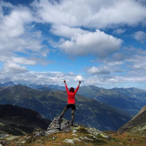 Take me back 'cause the mountains won't stop calling my name. #austria #badgastein #graukogel #mountain #mountains #mountainscape #landscape #view #highview #hike #hiker #hiking #sky #clouds #travel #traveler #travelgram #traveling #niceview #summer #horizon #hill #outdoors #mountainlife