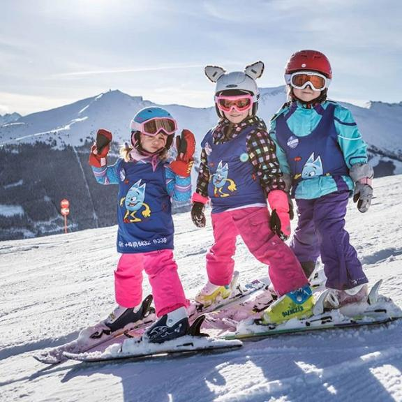 wanna have some fun today? 🤩 then you should join our Minis Week in Angertal 🤩 action and a lot of different games guarantee an unforgettable day for our little ones 🎉❤🤹‍♀️ #skigastein #skiamade #gastein #minisweek #angertal