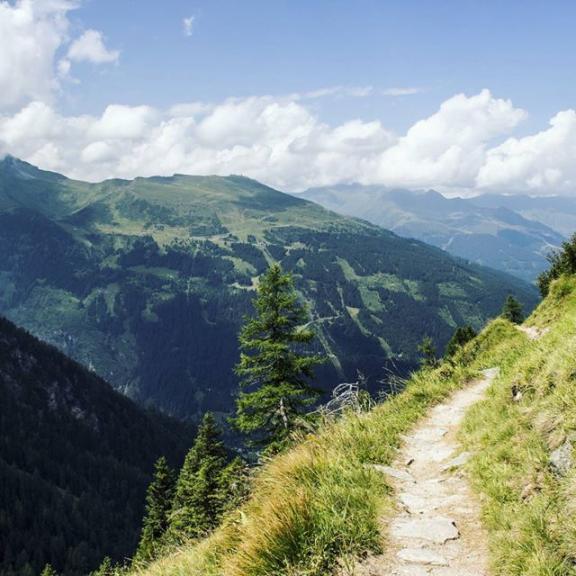 👣👣👣⛰ 😚. Alperna 💙. Saknar er redan. Semestern är slut och första jobbveckan avklarad. 💪. #graukogel #palfnersee #gastein #badgastein #alps #alperna #hike #vandring #vandringsresa #golf #hikingalone #egentid #ensamärstark