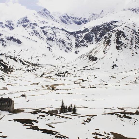 Skiing in Sportgastein -- #gastein #badgastein #skiing #mountains #berge #landscape #snow #winter #wintertimes #wanderlust #alpen #alpine  #austria #österreich #sportgastein #beautifulnature #alps #skiurlaub  @the_major_tom, @visitsalzburg