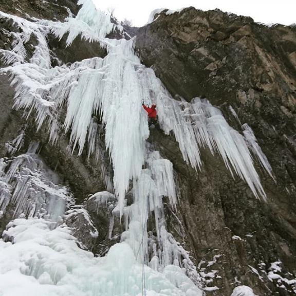 #iceclimbing @gasteinvalley #alpineguidesgastein . . #iceseason #mixedclimbing #climbing_pictures_of_instagram #mountainguide #mountainguidelife #mountains #gasteinmoments #gasteinertal #visitgastein #vistaustria #salzburgerland #blizzardskis #skinfitshopsalzburg