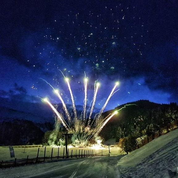 Fireworks show in Angertal. #Fireworks #Sky #Night #Light #Event #Lighting #Electricblue #Recreation #Darkness #Photography #Evening #holiday #photography #fun #happyholidays #samsungphoto #samsungphotography #samsungs7 #mobilephoto #mobilephotography #smartphonephotography #badhofgastein #20years #angertal #ski #alp #skiarea #alps #Gastein