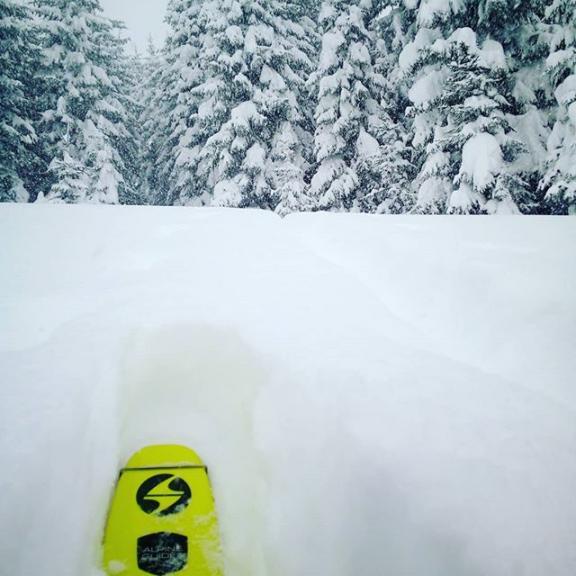 #winterwonderland #gastein  #alpineguidesgastein . . . #staysafeoutthere #avalanchecourse #avalanchetraining #gasteinmoments #gasteinertal #visitgastein #blizzardskis #skinfitshopsalzburg