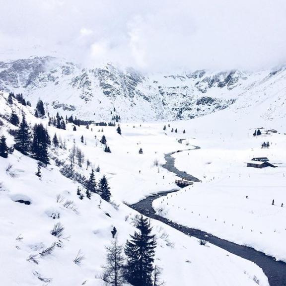 All snowed in. // photo by @nadinbrendel #tinytibet #sportgastein #visitbadgastein