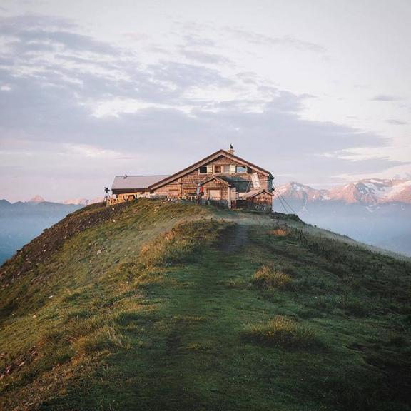 Cabin love ⛰ Imagine waking up early in the morning, catching the first sunrays of the day and enjoying the tranquille mountain scenery around you. Could it be any better? 😌  Photo by @simmaler  #visitgastein #gamskarkogel #summit #cabinlove #hiking #mountainscenery #summit #hiking #salzburgerland #visitaustria #discoveraustria #feelaustria #igersaustria #austrianalps #mountainscenery #discoverearth #roamtheplanet #beautifuldestinations #exploremore #neverstopexploring #photooftheday #theweekoninstagram