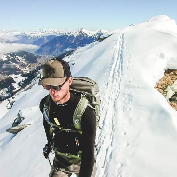 𝑻𝑯𝑬 𝑾𝑶𝑹𝑳𝑫 𝑰𝑺 𝑾𝑨𝑻𝑰𝑵𝑮. 🏔️ 😊 #bergsteigen #bergwelten #visitaustria #sportgastein #ortberg#salzburg #steigsteiler #weroamaustria #bergsüchtig #welovenature #motivation #steilisgeil #bergzeit #skitour #mountain #winterwonderland #augenblickberg #hagan #dynafit #bergnarrisch #skitouring #berge