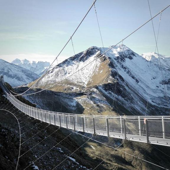 The #suspensionbridge on top of the #Stubnerkogel in #BadGastein. I totally enjoyed the last #sunny days in the #gasteinertal in oktober. . . . #photography #Fall #sky #mountains #berge #alps #hiking #outdoor #offroad #homeiswhereyouparkit #holidays #bridge #ontopoftheworld #visitgastein #nature #beautiful #lumix #landscape #autumn #austria
