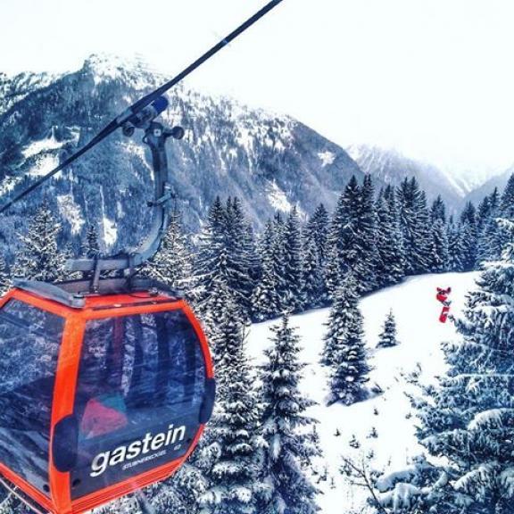 Slicing down the slopes of Stubnerkogel ⛷👌🏼 . . . . . . #skivacation #skiing #vacay #seasonopened #beautifulaustria #austria #alps #active #outdoors #mountains #snow #winter #adventszeit #winterwonderland #christmastime #fun #badgastein #1000thingsinaustria #skiamade #igers #wonderlust #wanderlust #goodmorning #breakfastwithaview #ski #stubnerkogel #liveinthemountains #liveoutdoors #explorenature #feelaustria
