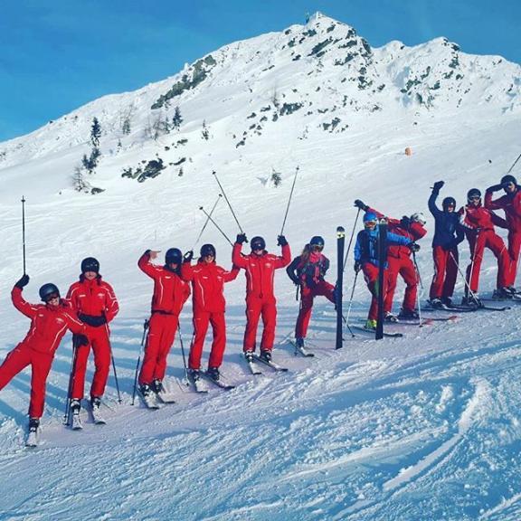 We close a perfect day on the mountain with our ski instructor training 😎⛷☀️ . . #skischuledorfgastein #dorfgasteinerbergbahnen #visitgastein #gastein #skigastein #visitbadgastein #dorfgastein #badhofgastein #gasteinertal #skiamade #grossarl #badgastein #gasteinerbergbahnen #sportgastein #gasteinmoments #sbssv #skiamade #skiing #ski #snowboarding #snow #sun #mountains #bestteam #mountain #teamwork #training #teacherlife #skilehrer