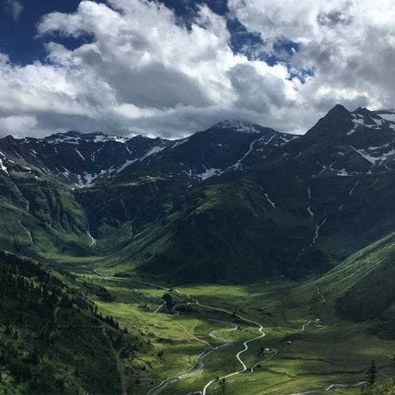 Always the same: You decide for a  #hike and once you're there you get overloaded with other #options 🤔😊 #wheretogo #view #nature #naturephotography #sportgastein #pongau #summer2017 #hiking #ways #green #mountains #mallnitzertauern #clouds #austriatoday #discoveraustria #bergpic #valley #outdooradventures #gasteinertal #salzburgerland #visitaustria