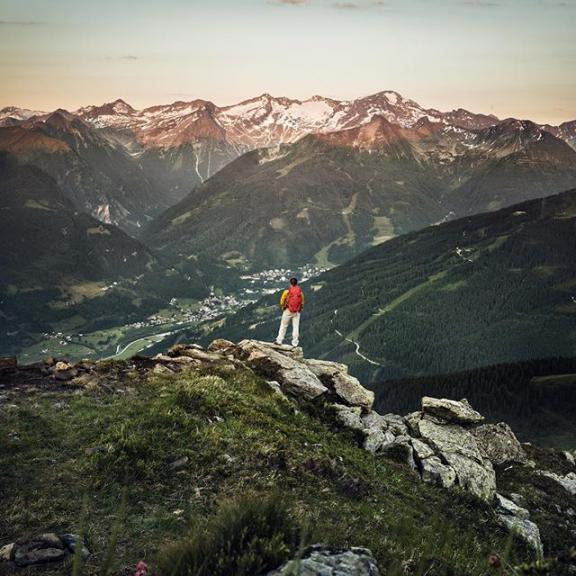 The early bird catches the first sun rays 🌄 It may be hard, but setting the alarm clock really early totally pays off sometimes.  #visitgastein #schlossalm #moringviews #earlybird #hiking #mountainscenery #summit #hiking #salzburgerland #visitaustria #discoveraustria #feelaustria #igersaustria #austrianalps #mountainscenery #discoverearth #roamtheplanet #beautifuldestinations #exploremore #neverstopexploring #photooftheday #theweekoninstagram