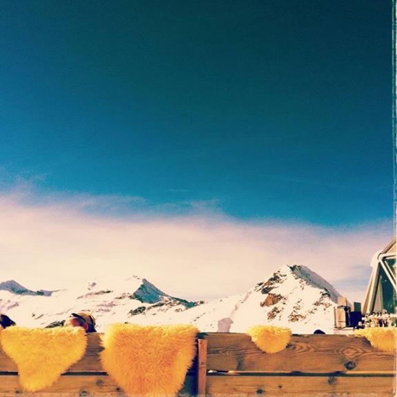 Taking a rest #gastein #sportgastein #gasteinertal #visitgastein #berge #mountains #mountain #mountainstories #mountainlovers #mountainside #mountain #mountain_world #mountainlife #alpensucht #alpen #skiing #schifahren  #snow #bluesky #sunnyday #winterfun #igersaustria #iphonePhotograph #Auszeit #happy #outdoor #outdoorlife #enjoyaustria #bergliebe @enjoyaustria
