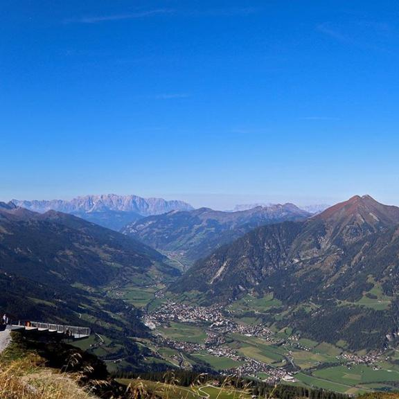 Panoramic afternoon view over the Gastein Valley from the top of the Stubnerkogel at 2300 meters above sea level ⛰ Swipe left to see it all 👈😉 ⠀⠀⠀⠀⠀⠀⠀⠀⠀ ⠀⠀ ⠀⠀⠀⠀⠀⠀⠀⠀⠀ ⠀⠀⠀⠀⠀⠀⠀⠀⠀ ⠀⠀⠀⠀⠀⠀⠀⠀⠀ ⠀⠀ #mountains #stubnerkogel #austria #visitaustria #badgastein #gastein #badhofgastein #gasteinertal #visitgastein #gasteinvalley #ig_austria #alpenpanorama #visitaustria #salzburgerland  #loves_austria #austriavision  #IamATraveler #travelgram #instatravel #instago #wesharethealps #wanderlust #fromtheworld #passionpassport #bergwelten #österreich #almorama @visitgastein @visitaustria @salzburgerland #mountains #mountainfellas #bealpine #feelthealps #bergwelten #österreich