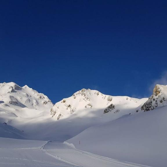 """Heavens smile when angels travel"" #igers #igersaustria #igersaustriaontour #instapic #instafit #instasport #skiing #ski #skifoan #blue #sky #sun #snowing #winter  #snow #wintersport #healthylifestyle #badhofgastein #schlossalm #hohescharte"