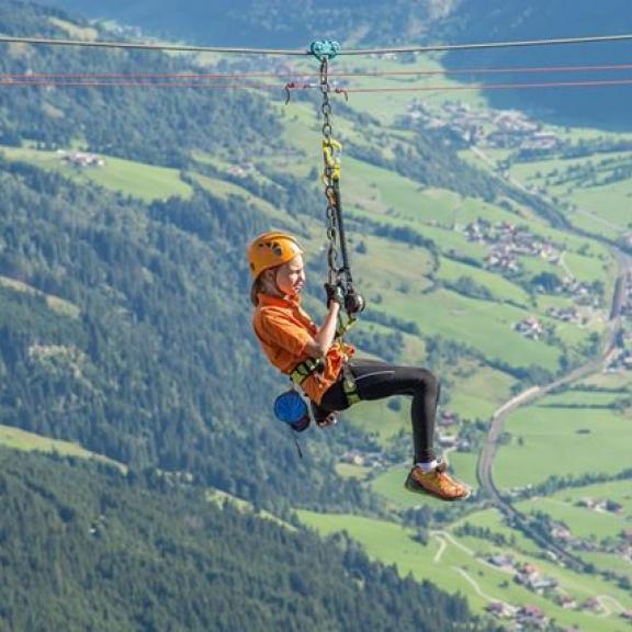 are you brave enough to try this? 😜the whole gasteiner valley can be seen from above. freedom, holiday, gastein 😉❤️ copyright #visitgastein #badhofgastein #schlossalm #bergwelten #discoveraustria #bergliebe #salzburgerland #adventures #loveyouhofgastein #loves_austria #skyisthelimit