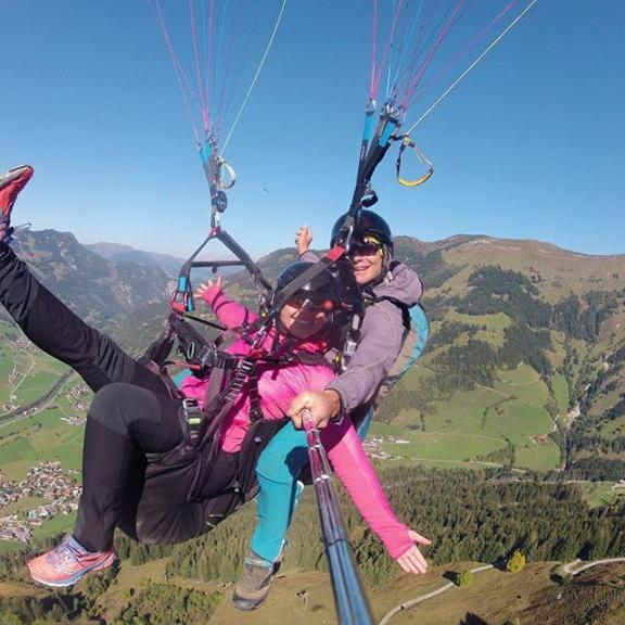 What a feeling 😍✨you should really do that one day - it's amazing! There is so much to discover ✨ #paragliding #paraglidinglover #dorfgastein #fulseck #flyinghigh #dowhatyoulove #youonlyliveonce #highinthesky #lifeisgreat #birthdaypresent #myfriendsknowwhatilike #grateful #beautifulaustria #thereissomuchtodiscover
