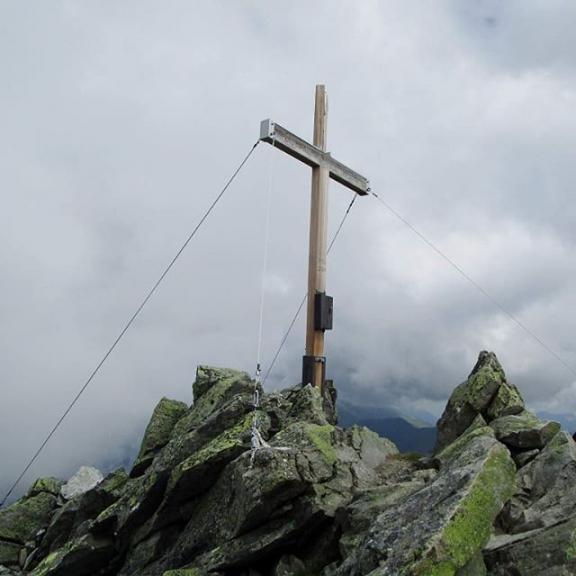 Graukogel-Gipfel #graukogel #wandern #hiking #gasteinertal #badgastein #gipfelkreuz #gipfelsieg #grauzone #greymountainpeak #nationalpark #hohetauern #visitsalzburgerland #visitgastein #nofilterneeded