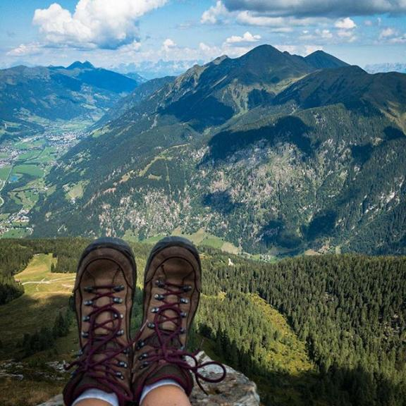 Why I like hiking in the mountains? Because this feeling to sit on top of the world will never ever get old!! #hikinggirl #hikingtheglobe #wanderlust #wanderspatz #thewanderco #mountainlovers #mountaingirls #mountains #alpen #thealps #visitaustria #gasteinertal #hofgastein #graukogel #salzburgerland #naturelover #naturephotography #moodygrams  @gastein_moments @visitgastein @discoveraustria @visitaustria @thewander.co @lowe.alpine @nature.geography