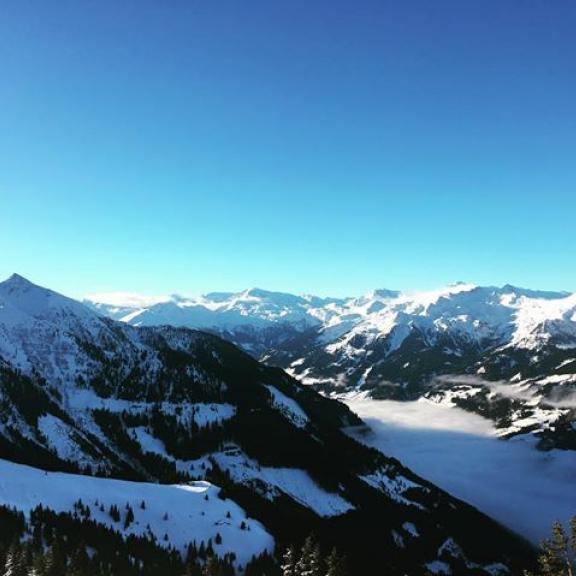 #bluebird #skiing #mountainlove #lieblingsplatz #lastdayoftheyear #untendernebelobendiesonne #enjoylife #holiday #dorfgastein #fulseck #gasteinertal