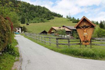 Die Tour beginnt mit einer Fahrt durch den Ortsteil Breitenberg